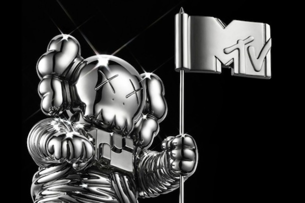 kaws-redesigns-mtvs-moonman-for-2013-vmas-1