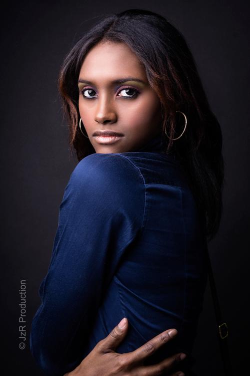 Alexandria Lyons 02